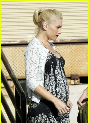 gwen stefani pregnant09 gwen stefani pregnant 13. Gwen Stefani and son Kingston head over to her ...