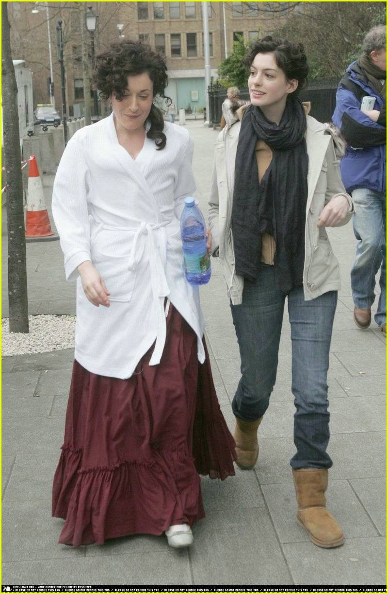 James Mcavoy And Anne Hathaway Traffic Club