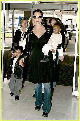 brad angelina airport57