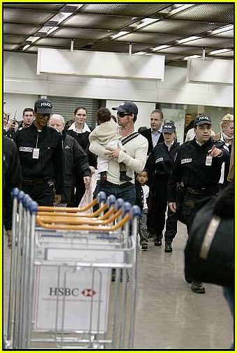 brad angelina airport61