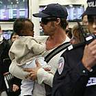 brad angelina airport11