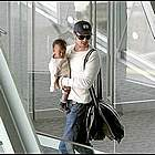 brad angelina airport53