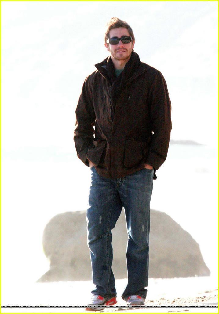 jake gyllenhaal beach24 Jake Gyllenhaal