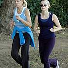 reese witherspoon jogging coffee01