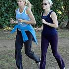 reese witherspoon jogging coffee04