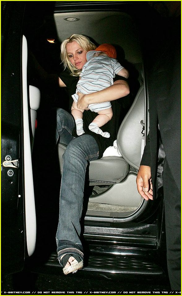 britney spears carrying sean preston01