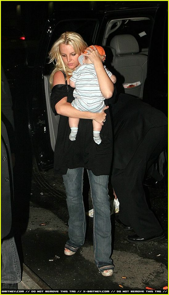britney spears carrying sean preston07214091