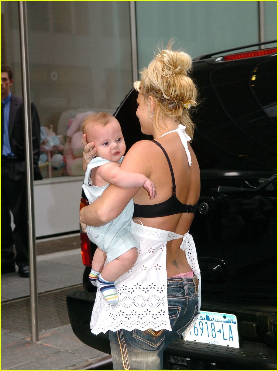 britney spears crying09