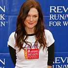 julianne moore revlon cancer walk 2006 01