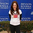 julianne moore revlon cancer walk 2006 02