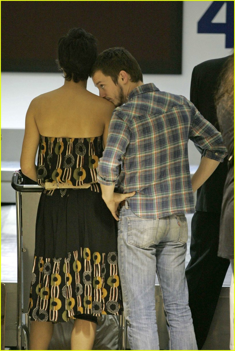 Elijah Wood Girlfriend http://www.justjared.com/photo-gallery/398911/elijah-wood-pamela-racine06/