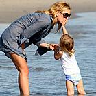 kate hudson beach 06