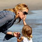 kate hudson beach 08