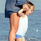 kate hudson beach 10