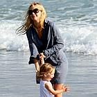 kate hudson beach 16