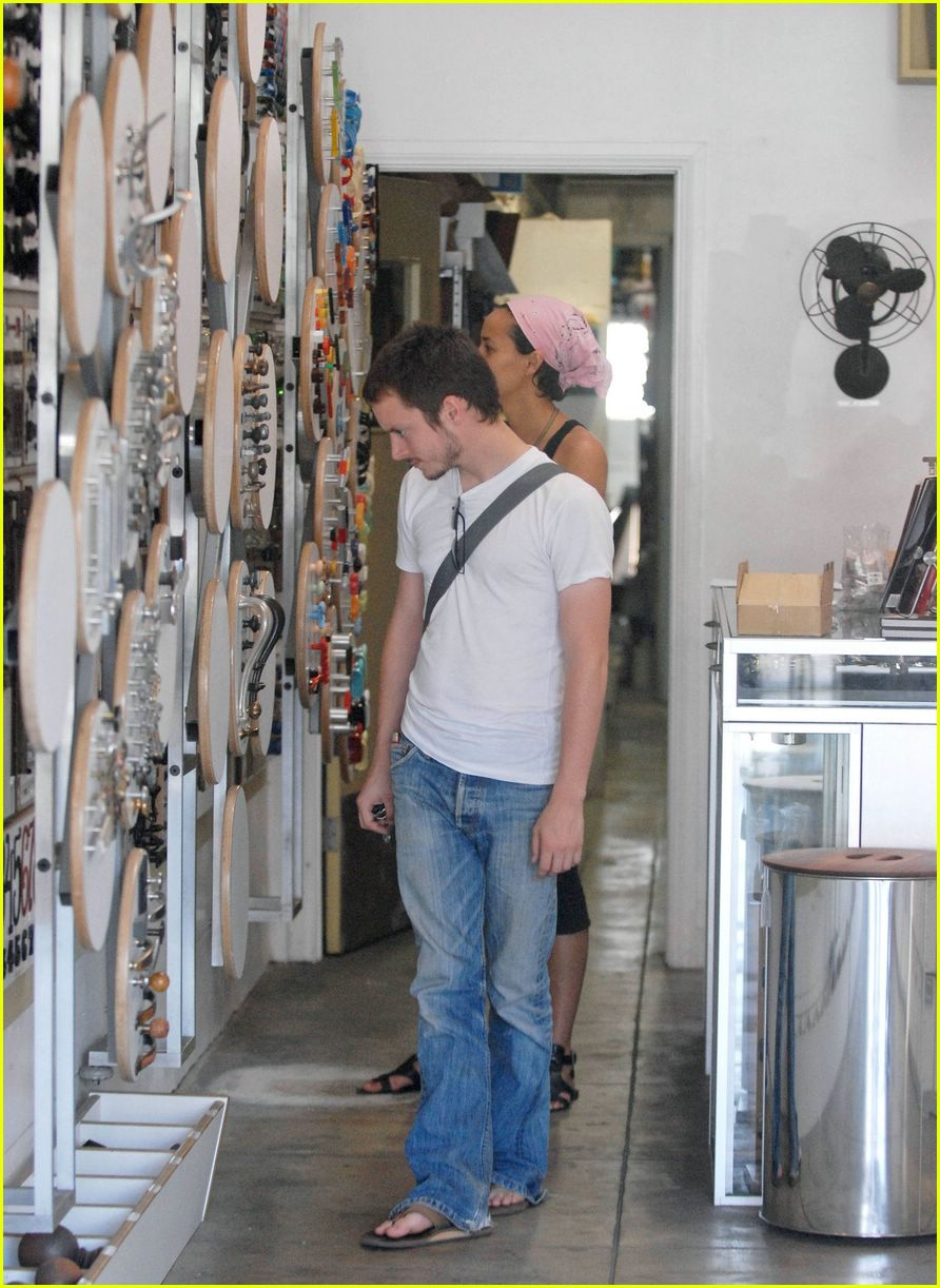 Elijah Wood Girlfriend http://www.justjared.com/photo-gallery/266431/elijah-wood-girlfriend-01/