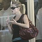 reese witherspoon shopping 02