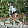 http://cdn04.cdn.justjared.comkate-hudson-owen-wilson-bike-riding-07.jpg