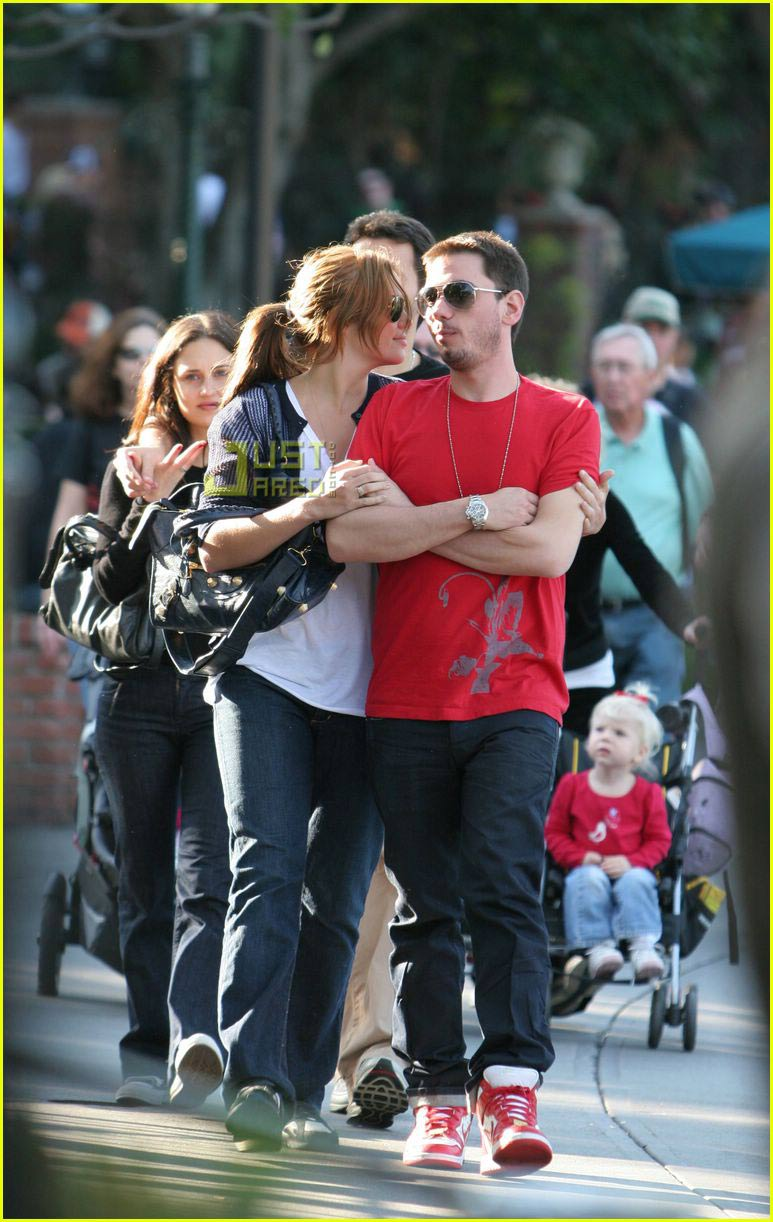 Mandy Moore and DJ AM Hold Hands: Photo 2418273 | Mandy ...