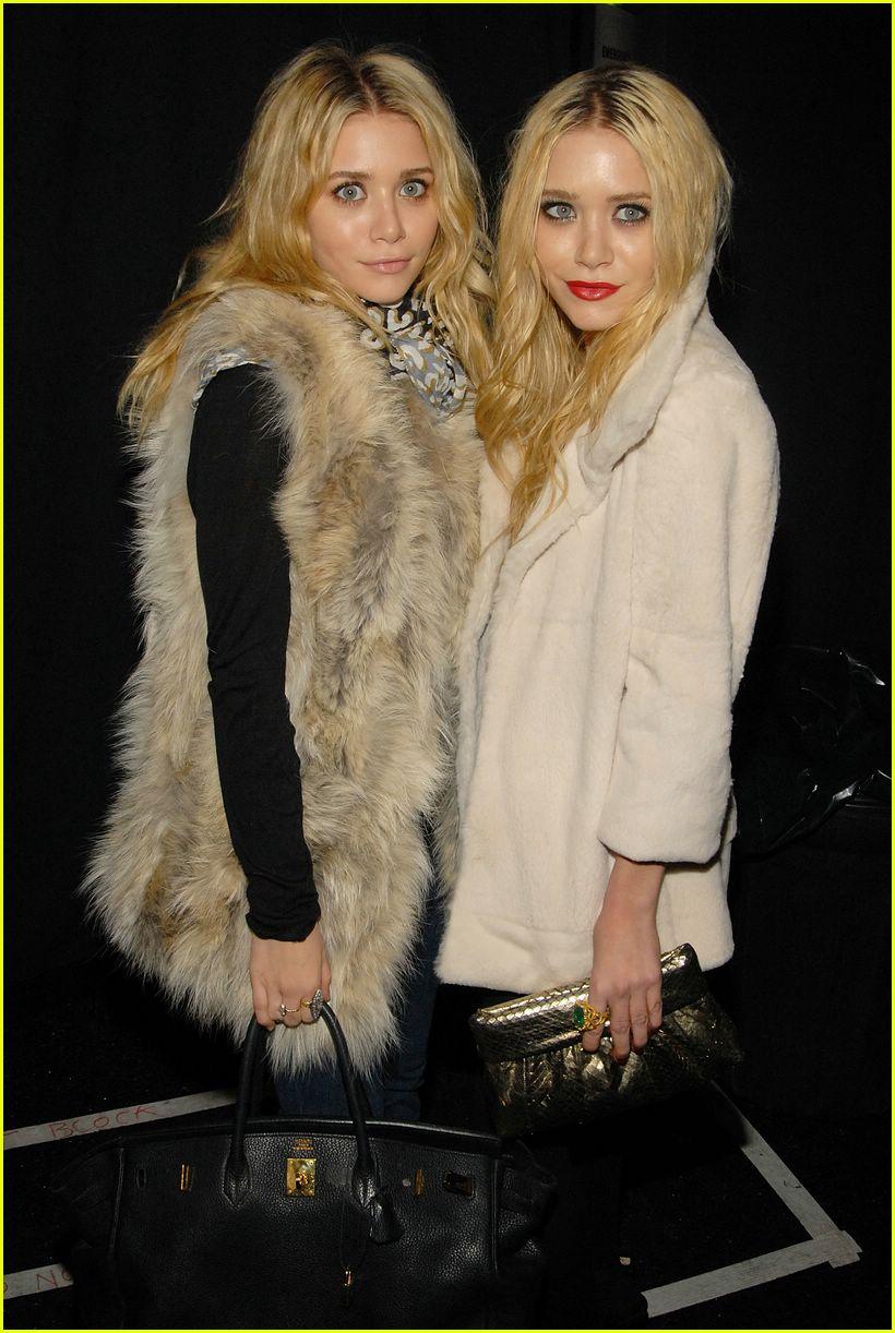 Ashley Olsen 39 S Furry Little Friend Photo 2419131 Ashley Olsen Olsen Twins Pictures Just Jared