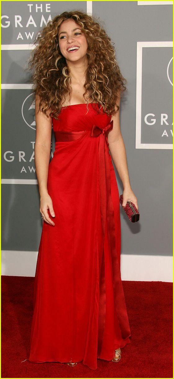 Shakira @ Grammys 2007: Photo 2418748 | Grammys, Shakira, Videos ...