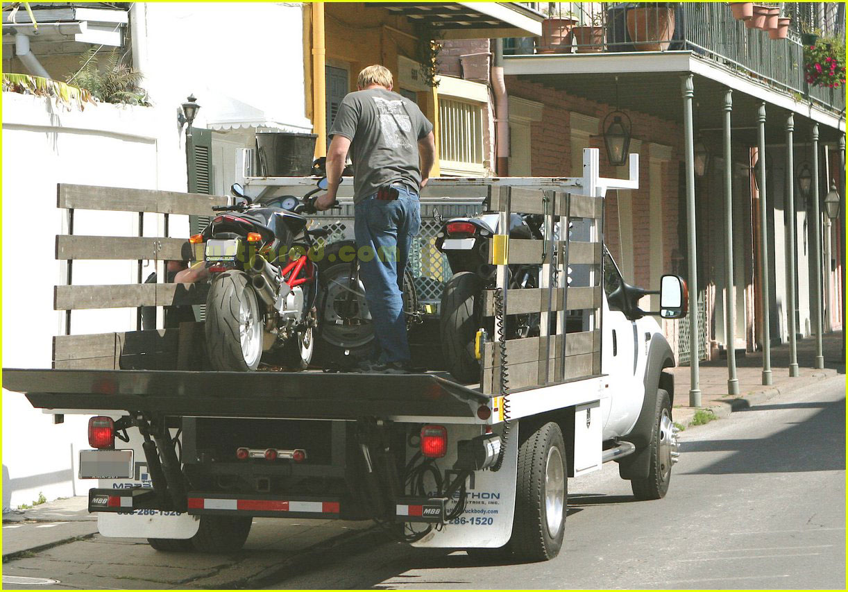 brad pitt motorcycles 032415984