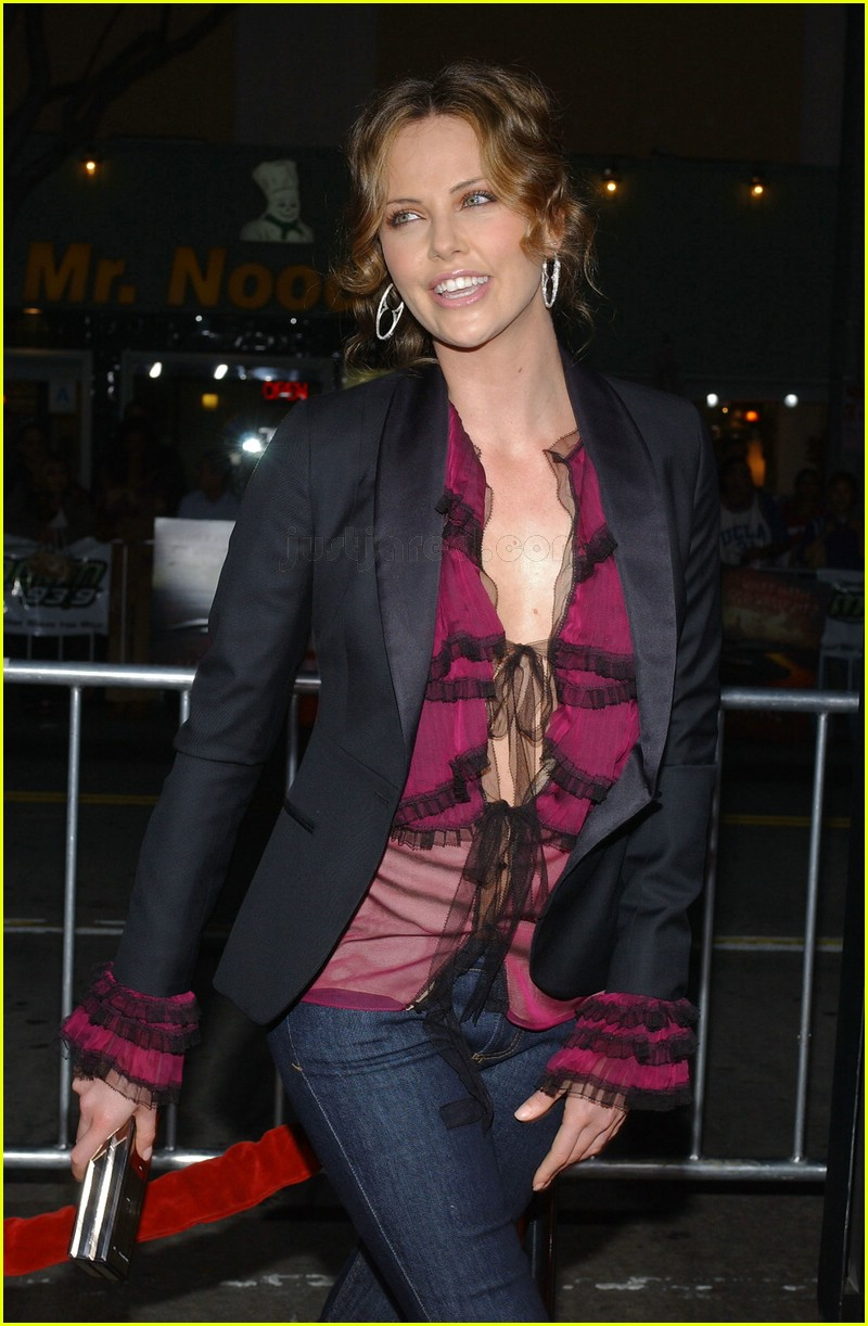 charlize theron skinny jeans 072413924