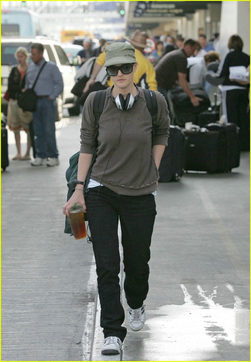 drew barrymore airport 052414355