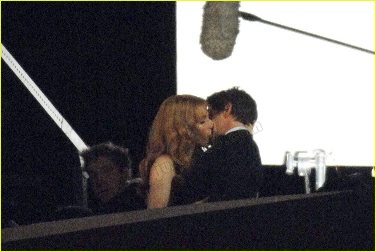 gwyneth paltrow kissing robert downey jr 012413829