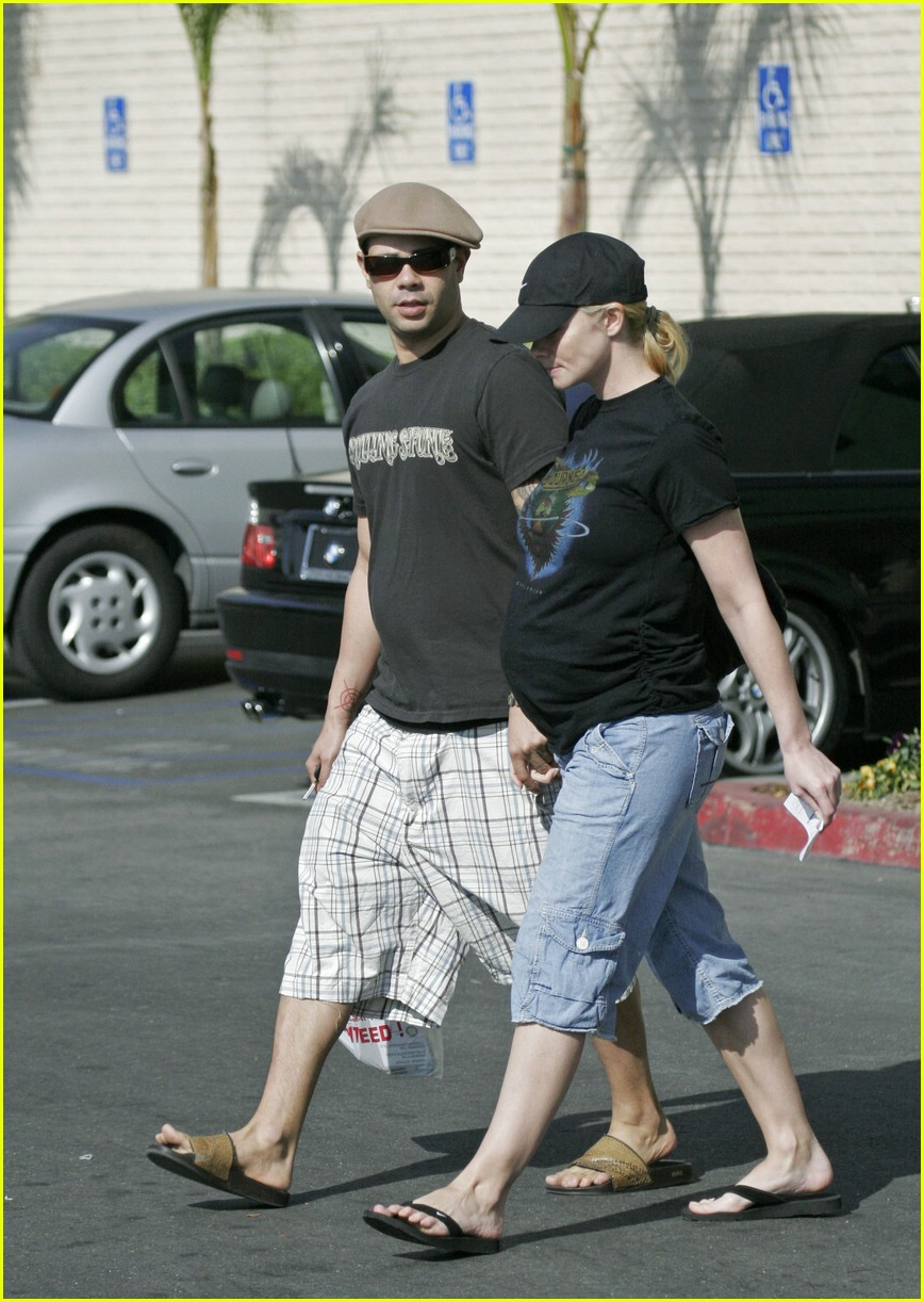 jamie pressly pregnant 01