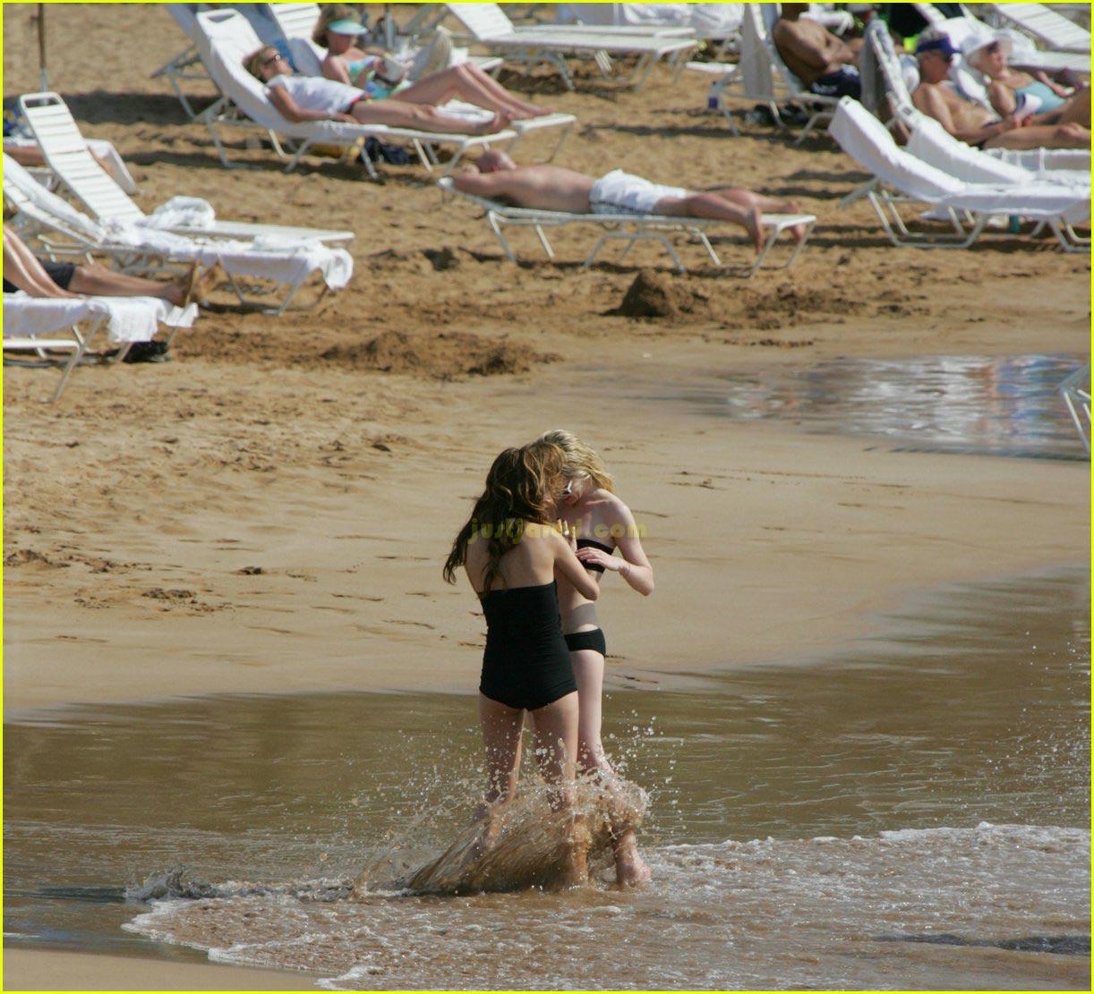 kirsten dunst bikini felt up 052416348