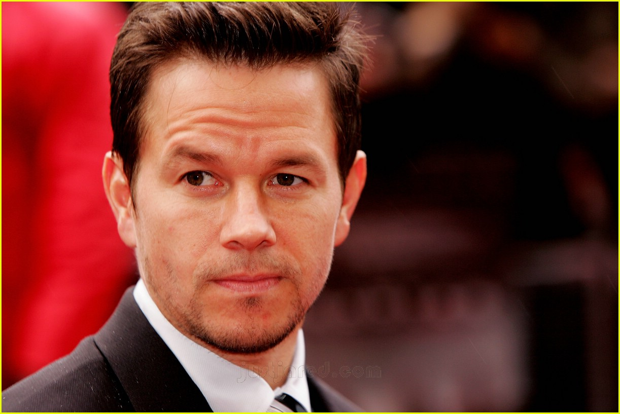 mark wahlberg suit 03