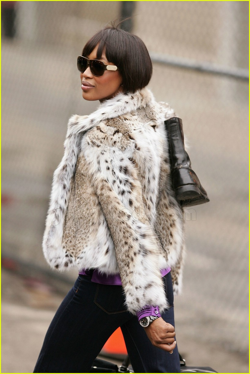 naomi campbell fur coat 01