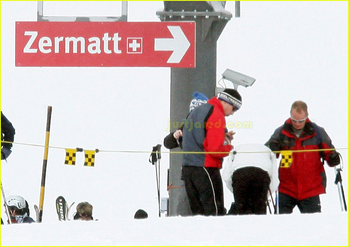 prince william kate middleton skiing 192415834