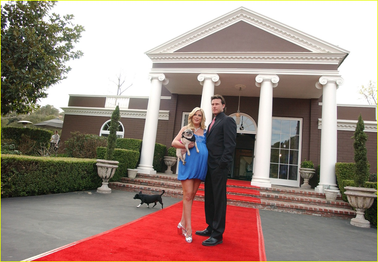tori spelling bed and breakfast 042416466