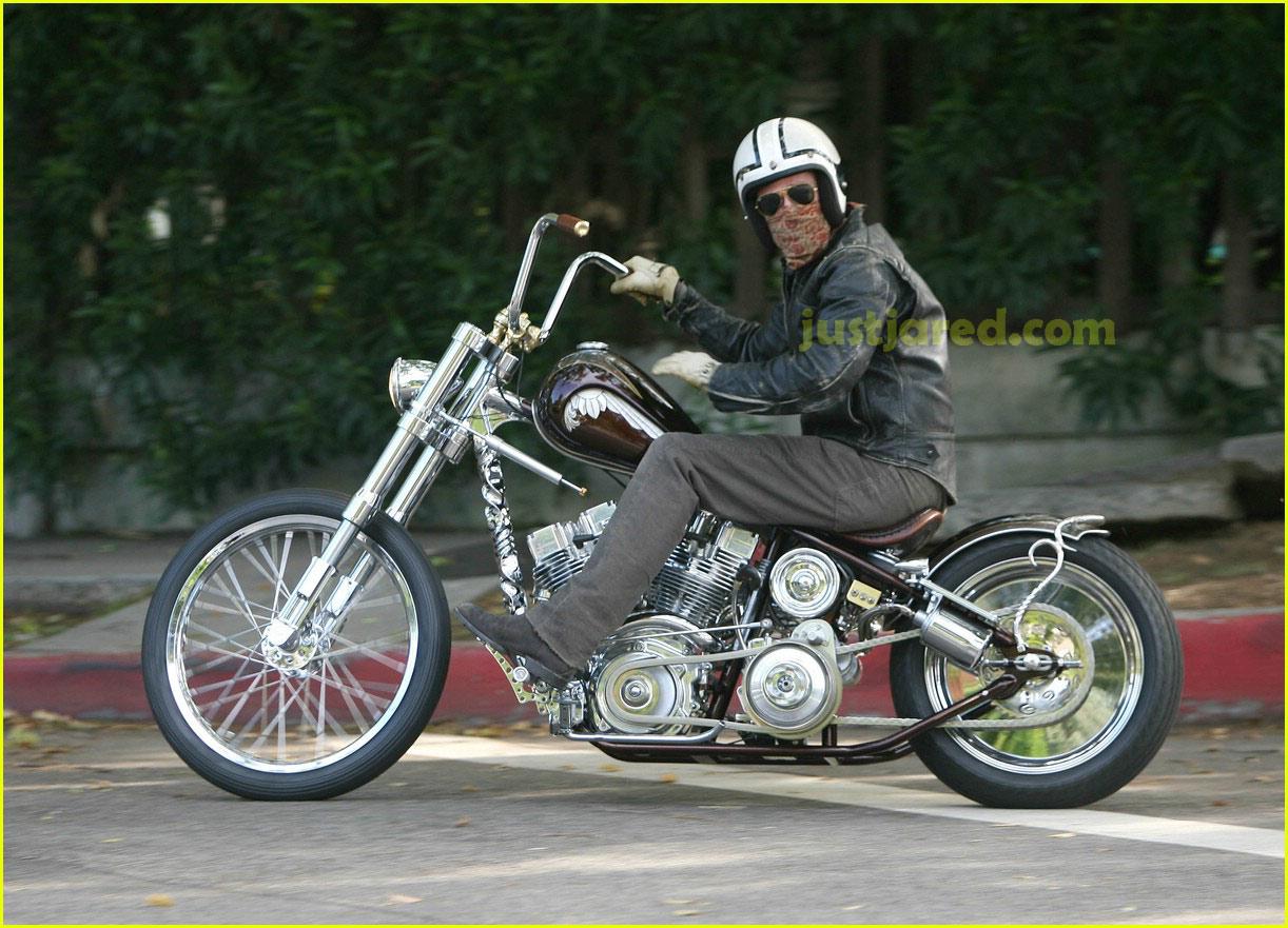 brad pitt motorcycle 01122101
