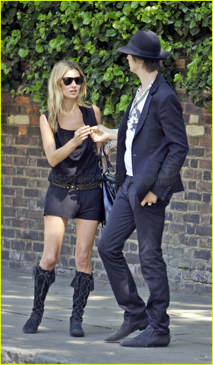 kate moss pete doherty smoking 03