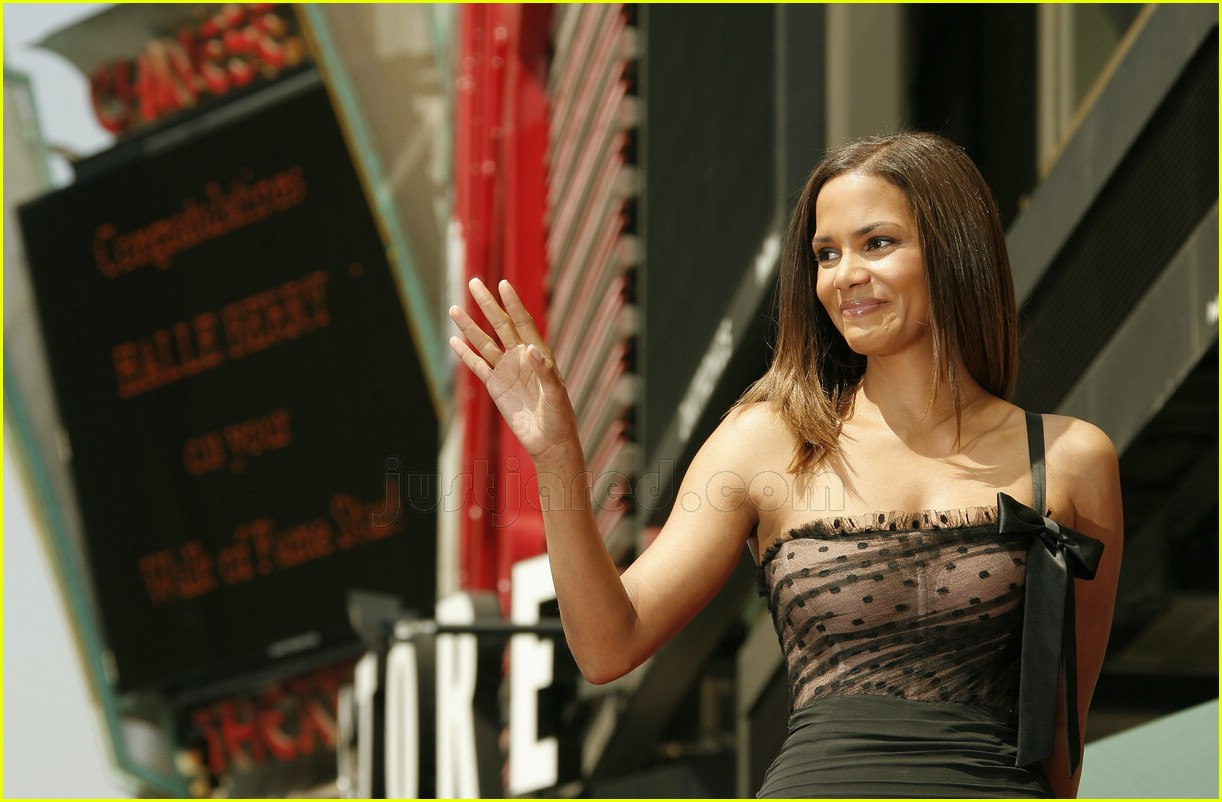 halle berry mom hollywood walk of fame star 0287921