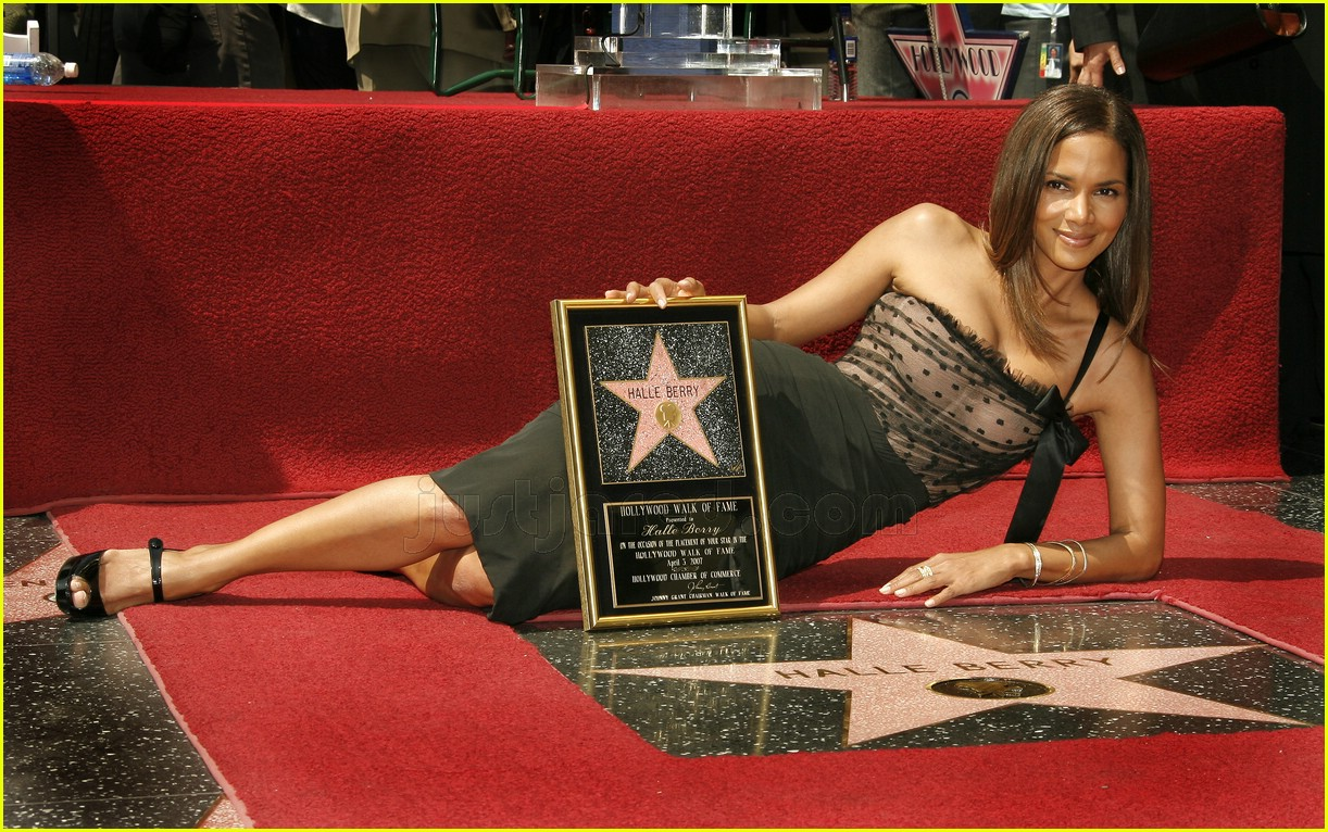 halle berry mom hollywood walk of fame star 0787971