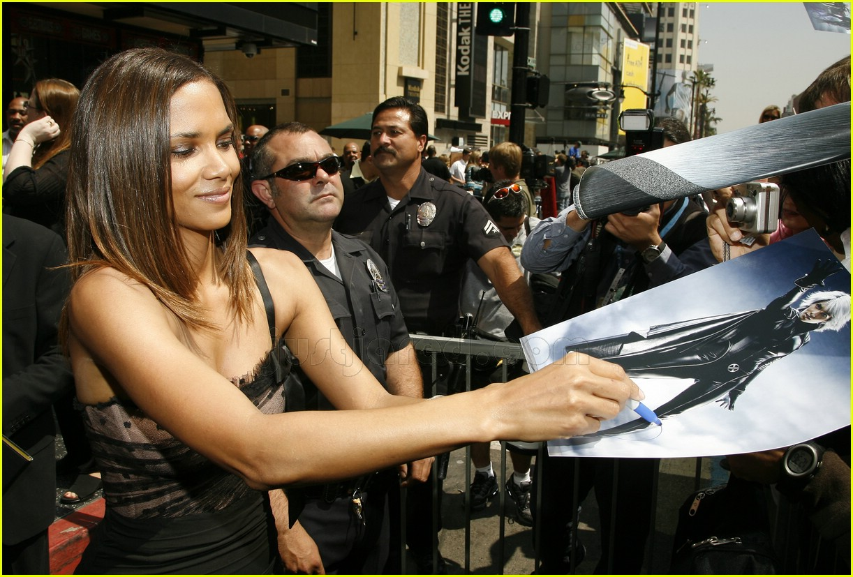 halle berry mom hollywood walk of fame star 1188011