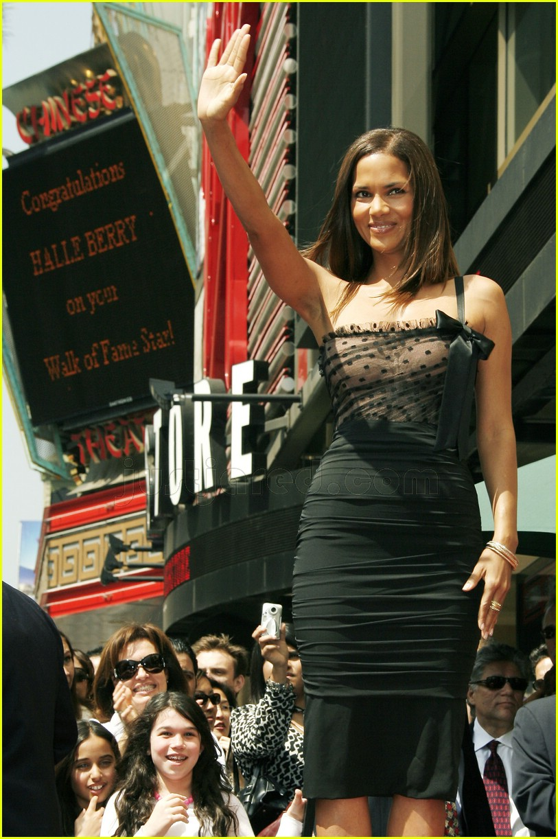 halle berry mom hollywood walk of fame star 1688061