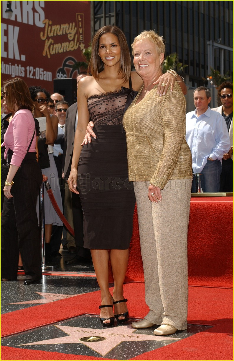 halle berry mom judith berry 0488241