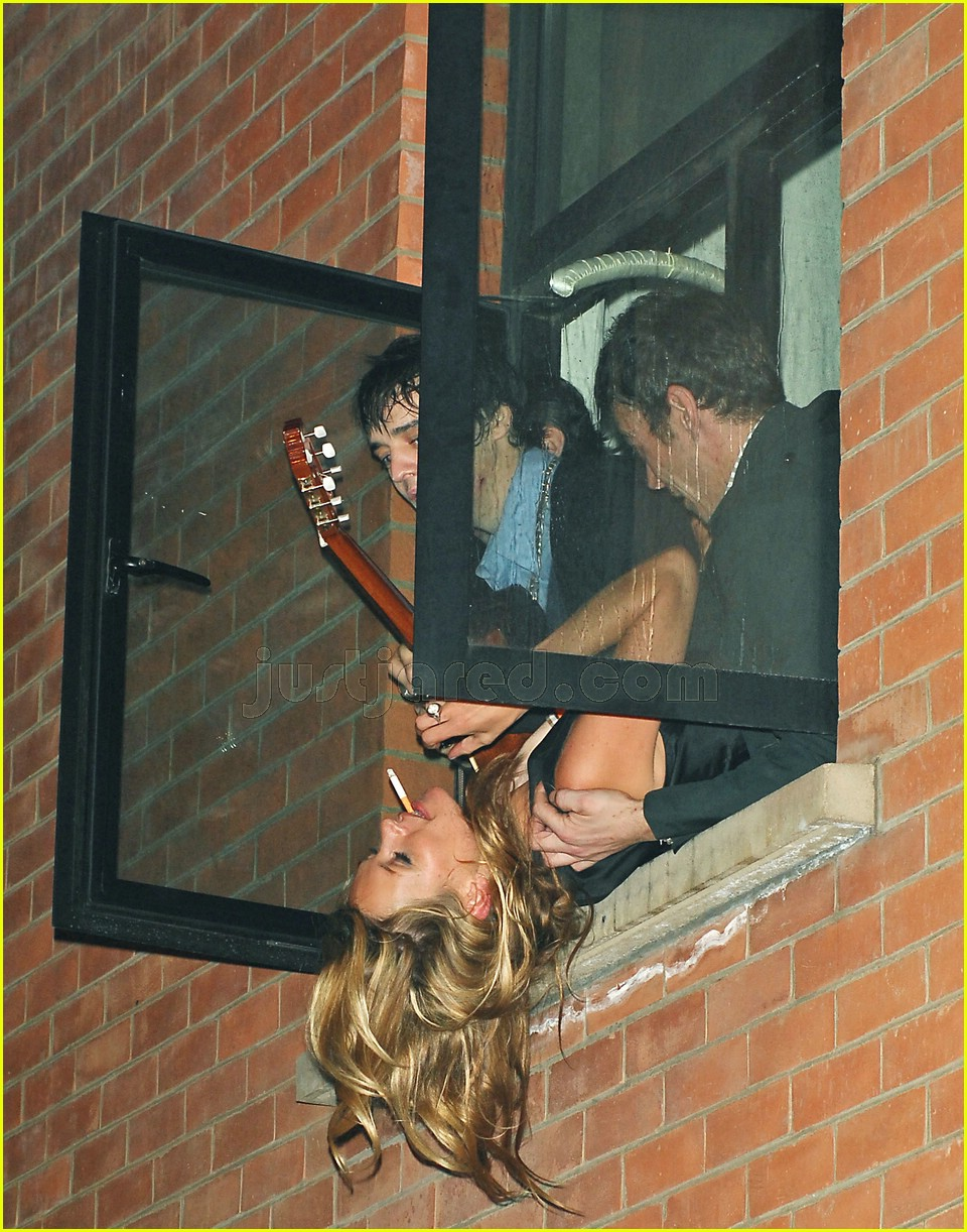 kate moss hanging out window 01103071