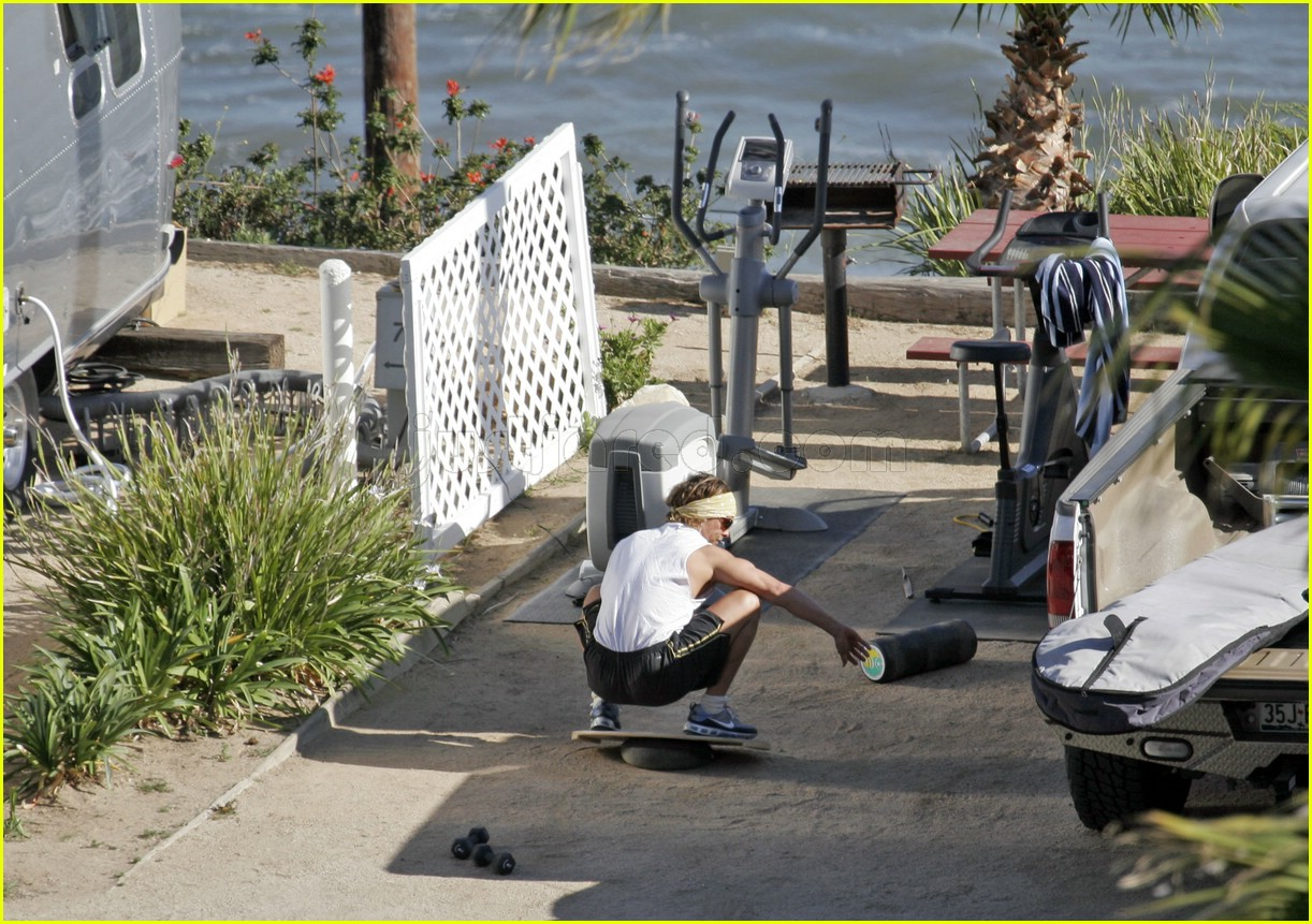 matthew mcconaughey exercising 07107141