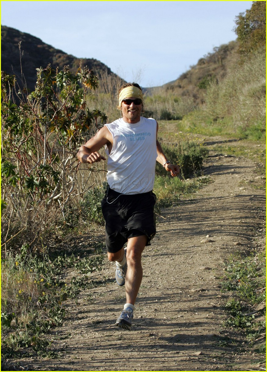 matthew mcconaughey exercising 20107271