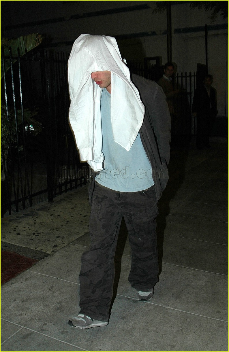 ryan phillippe covering face 04117461