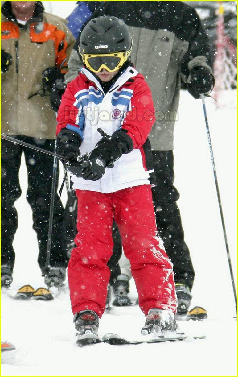 posh spice skiing 0489861