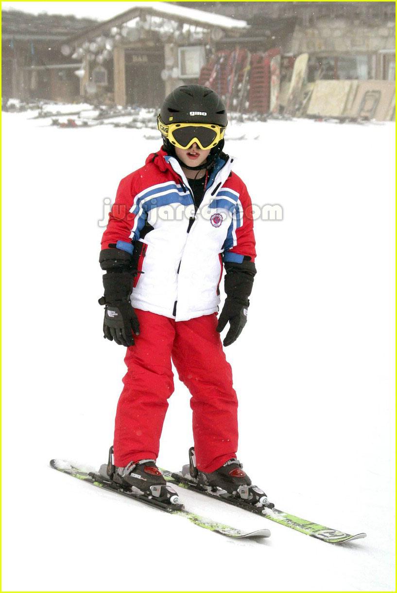 posh spice skiing 06