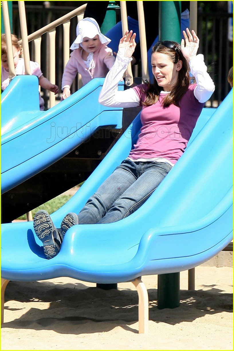 violet affleck jennifer garner playground 1097171