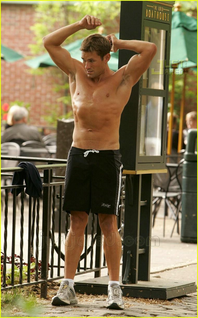 Andy Baldwin: Shirtles...